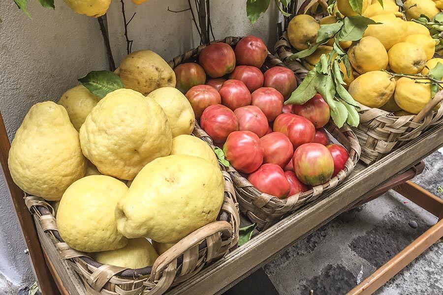 Zitronen auf Capri und an der Amalfiküste sind vollkommen anders als wie wir sie hier kennen, viel größer und aromatischer © Siegbert Mattheis