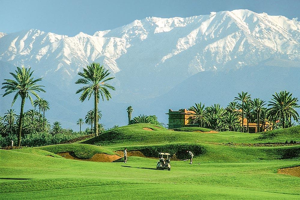 Golfen Marokko, in Marrakesch vor beeindruckender Gebirgskulisse