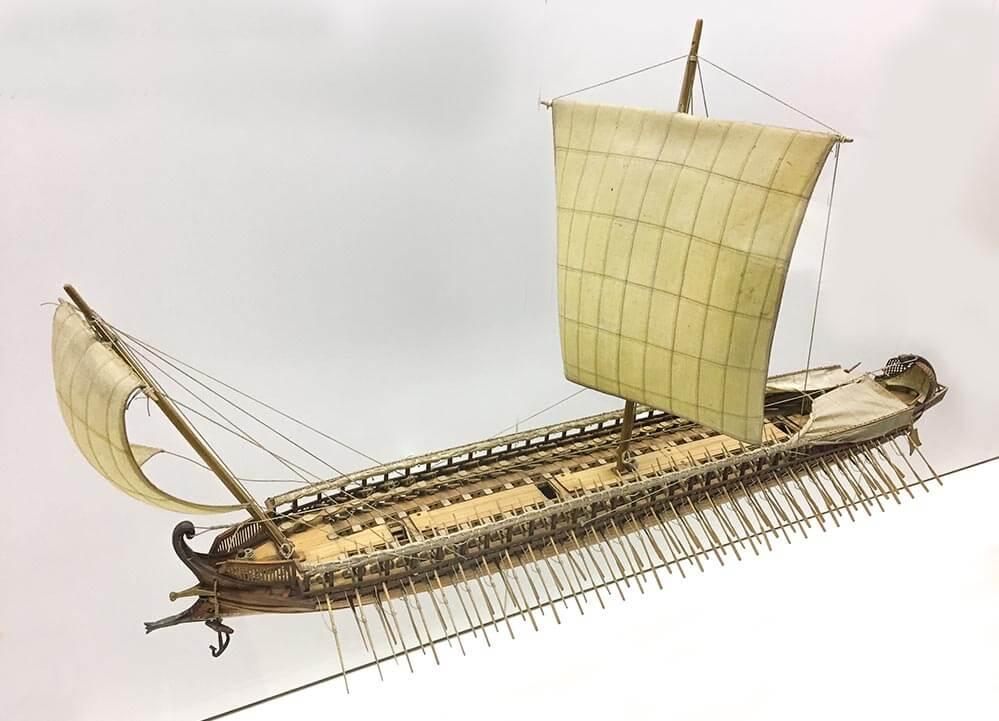 37 m lange griechische Triere, ein Kampfschiff aus dem 5. Jd. v. Chr., hier ein Modell im Deutschen Museum © Siegbert Mattheis