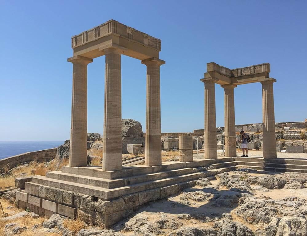 Eines der Enden der langen Stoa auf der Akropolis von Lindos © Siegbert Mattheis