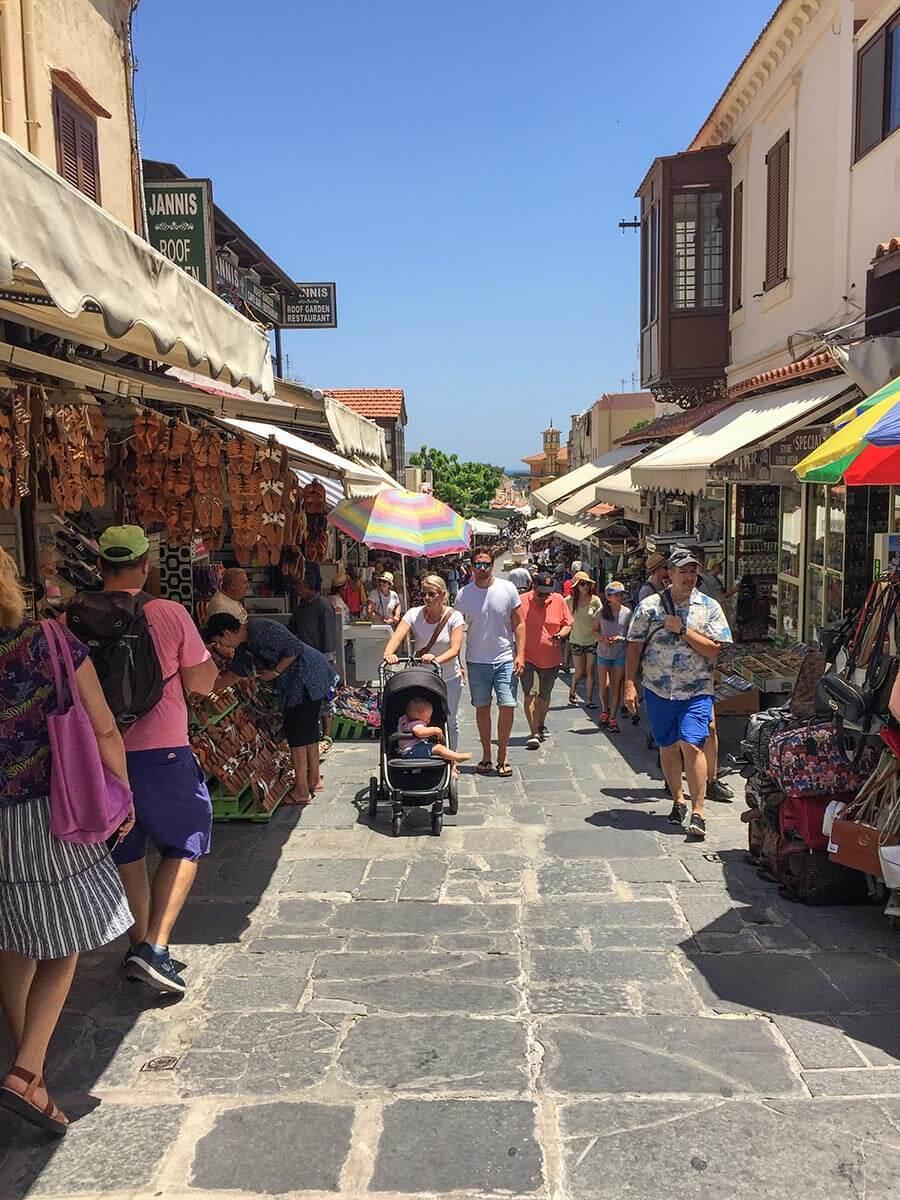 Die Sokrates-Straße war auch schon in der Antike eine Shoppingmeile © Siegbert Mattheis