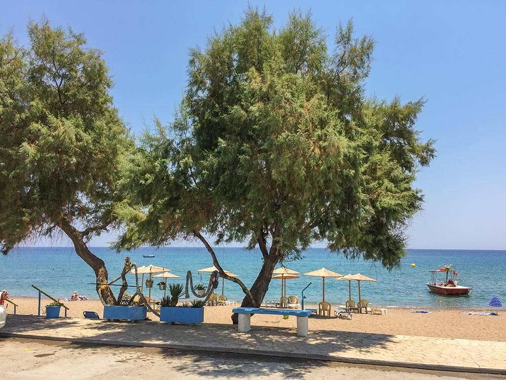 Entspanntes Strandleben in Stegná vom Restaurant Pitropos aus gesehen © Siegbert Mattheis