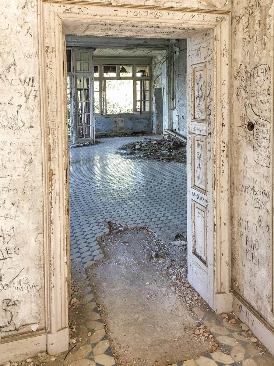 Rhodos Villa Mussolini, Villa de Vecchi, Durchgang zum Saal © Siegbert Mattheis