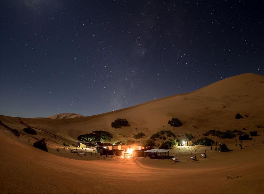 Das Sahara Yoga Camp mit klarem Sternenhimmel