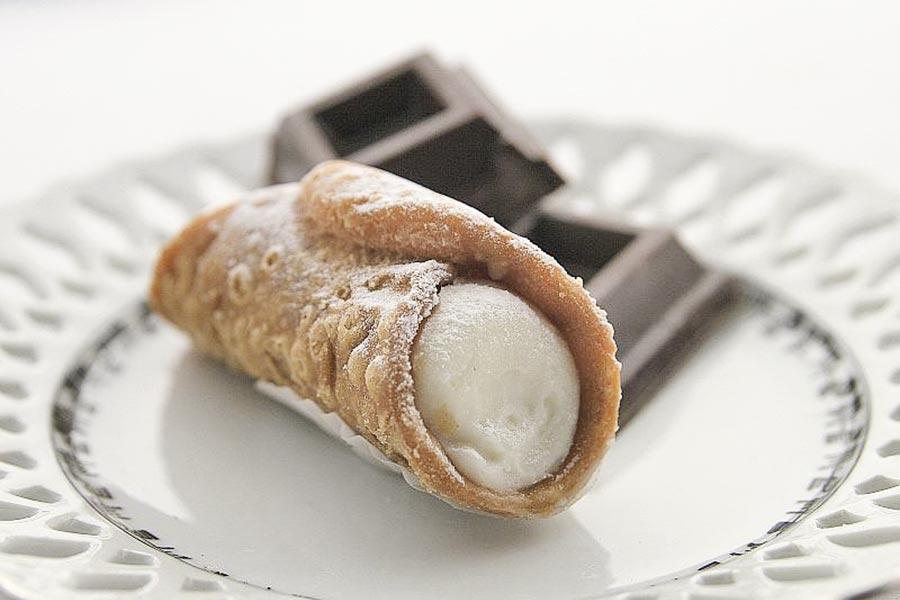 Cannolo und Schokolade passen gut zusammen © Paolo Piscolla, Wikipedia