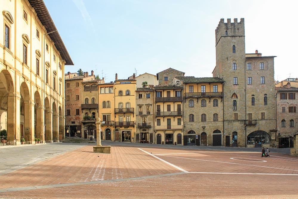 Piazza Grande in Arezzo, menschenleer in der Nebensaison © Siegbert Mattheis
