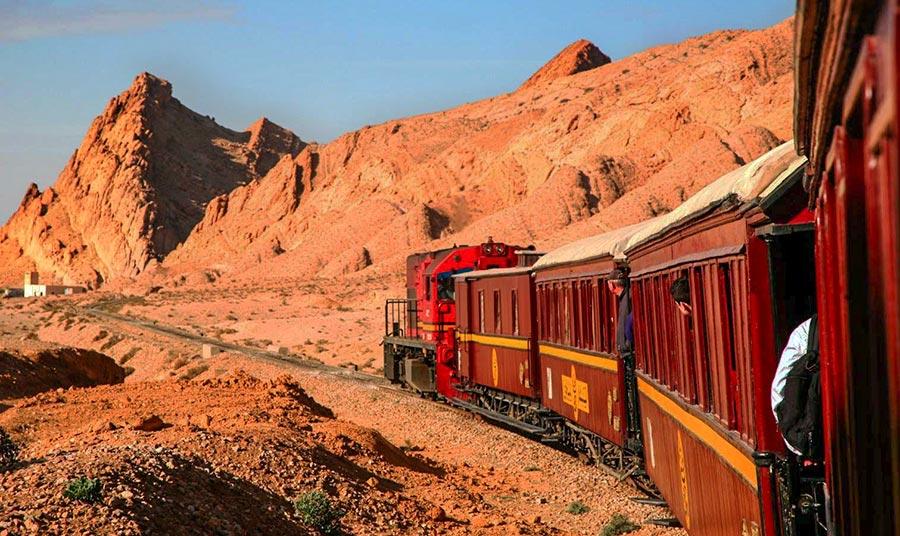 Mit dem Zug Lézard Rouge (Rote Eidechse) wie Indiana Jones durch die Wüste