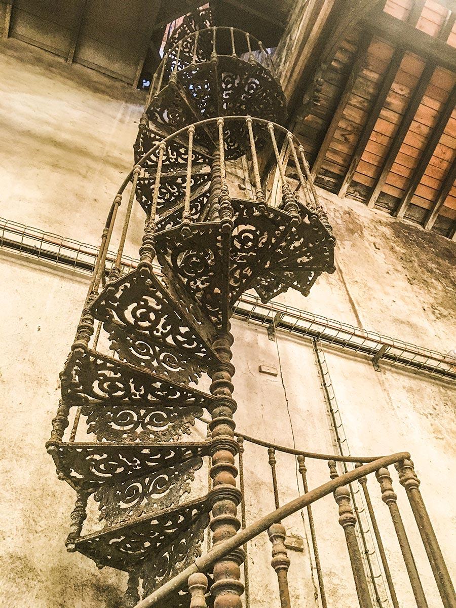 Diese wunderschöne Treppe führt hinauf zum Wasserspeicher © Siegbert Mattheis