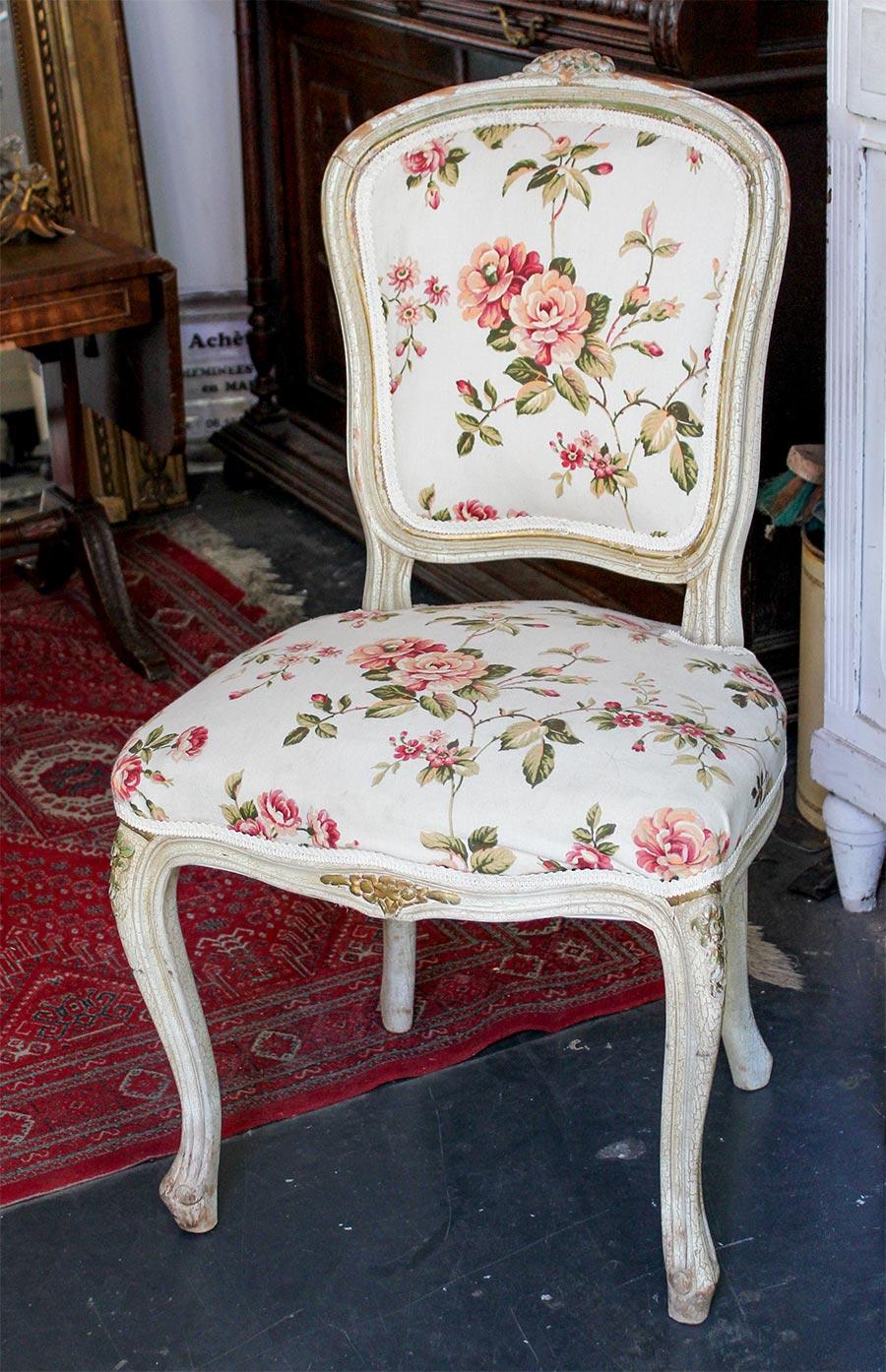 Zum Shabby Chic passen auch Einzelstücke vom Flohmarkt, wie hier ein Louis-quinze-Stuhl in Nizza © Siegbert Mattheis