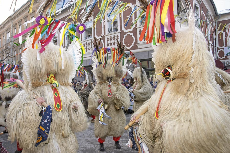"Karneval in Ptuj, in Schaffelle gekleidete ""Kurenten"""