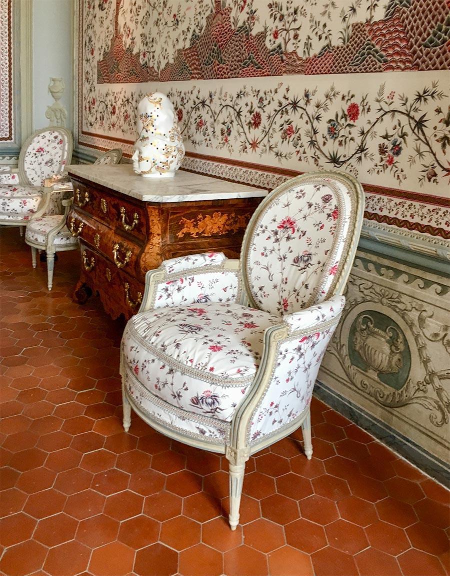 Mit Toile-de-Jouy bezogene Möbel im Schloss Borély, Marseille © Siegbert Mattheis