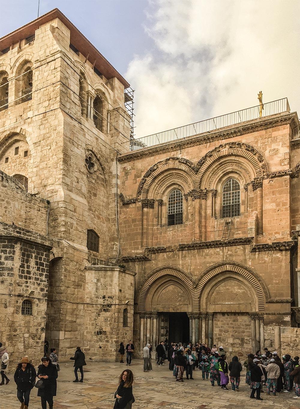 Der Eingang zur Grabeskirche