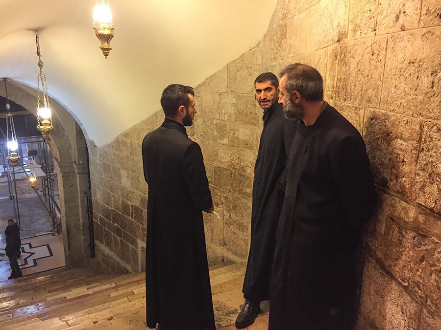 Mönche im Gespräch
