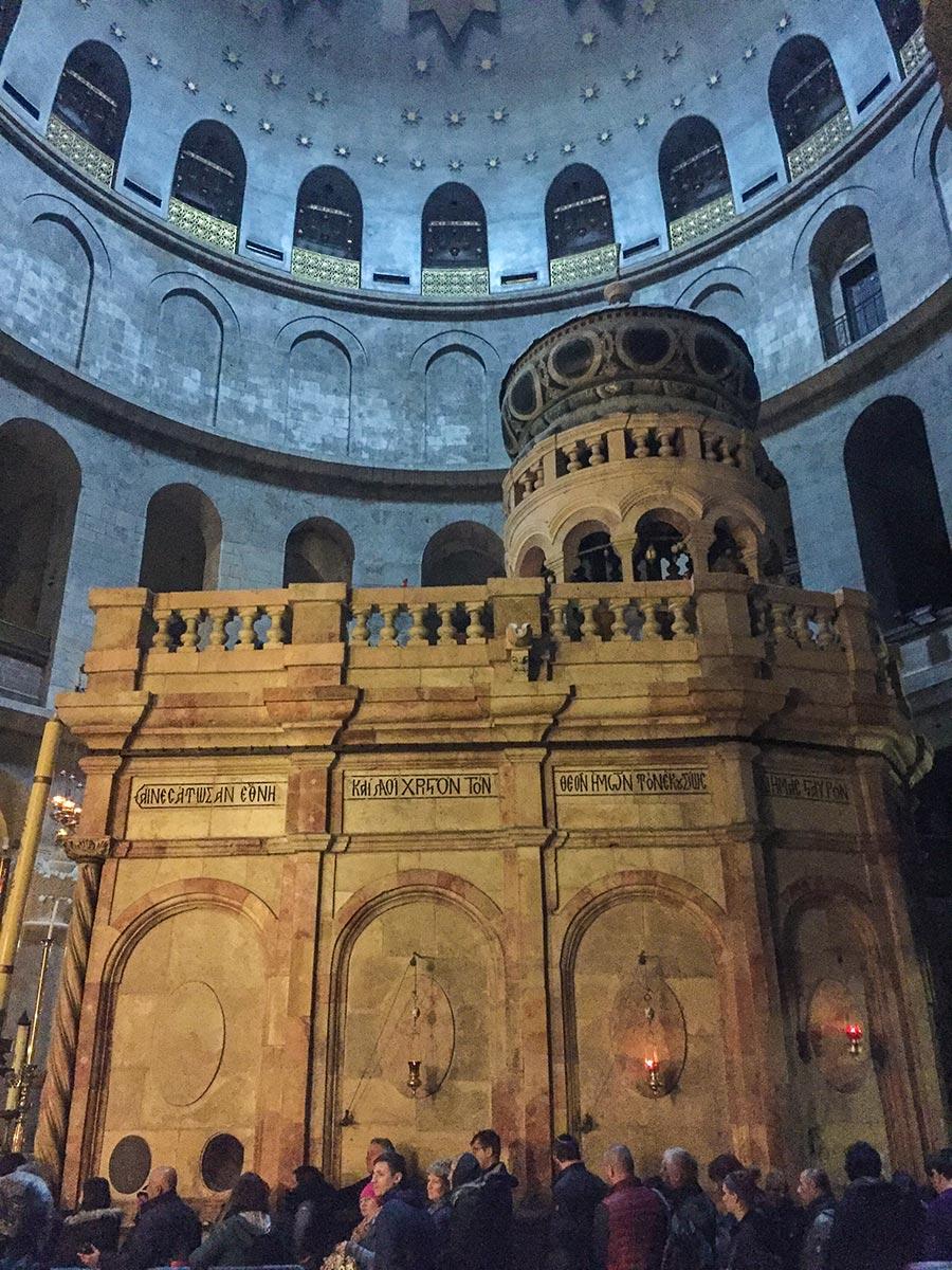Die eigentliche Grabeskirche in der großen Rotunde