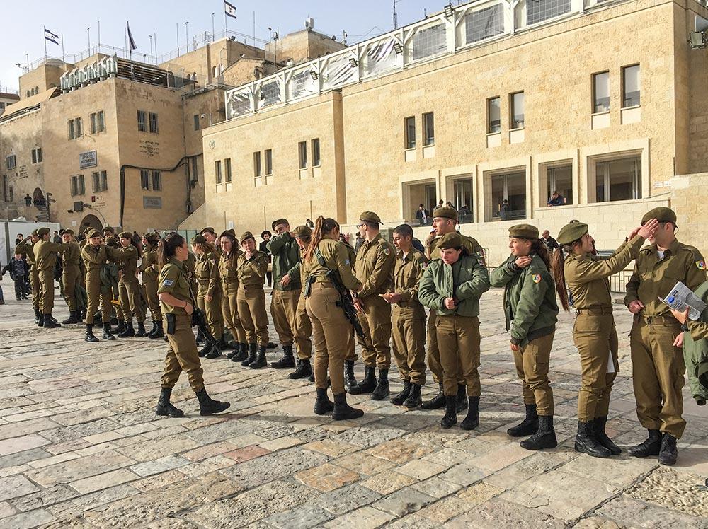 Junge Rekruten in Uniform