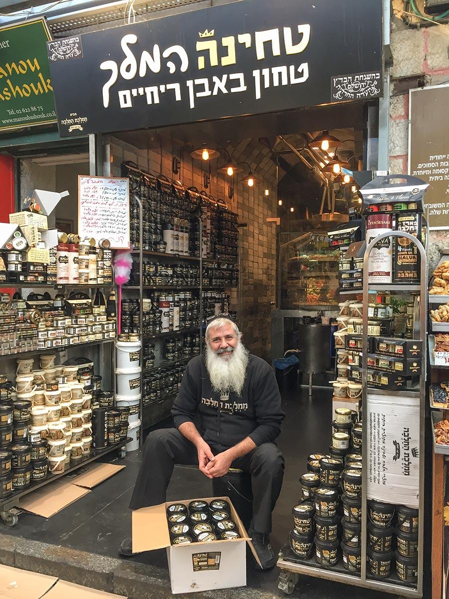 Der Laden mit Tahina, frisch aus Sesamkörnern gepresst