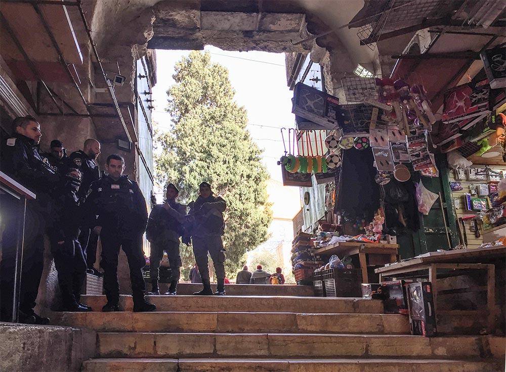 Der Zugang zum Felsendom wird von Polizisten bewacht