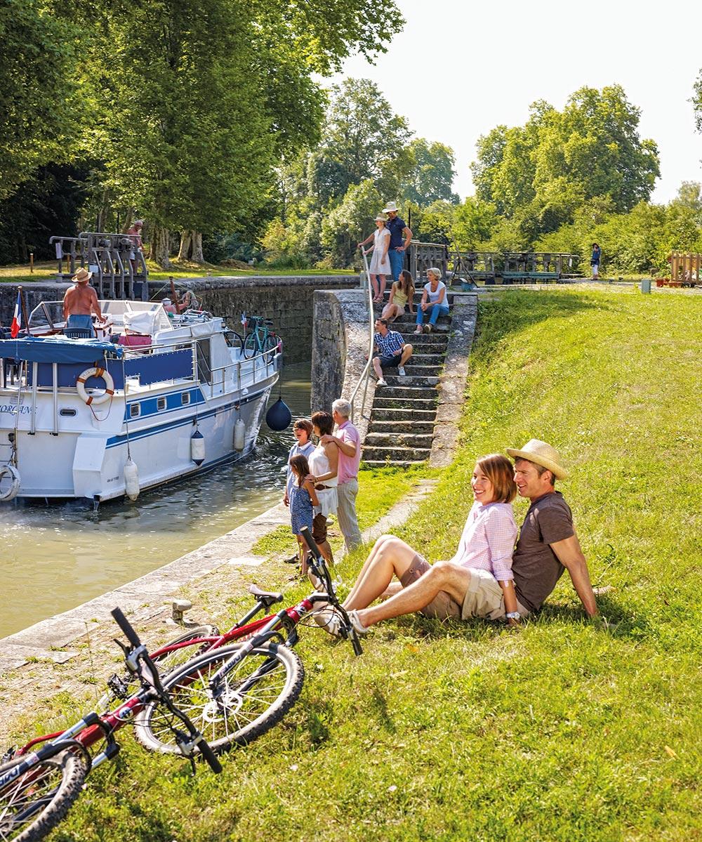 Urlauber am Canal du Midi
