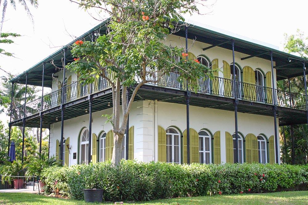 Das Haus von Hemingway auf Key West (Florida) im spanisch-amerikanischen Kolonialstil © Wikipedia, Andreas Lamecker