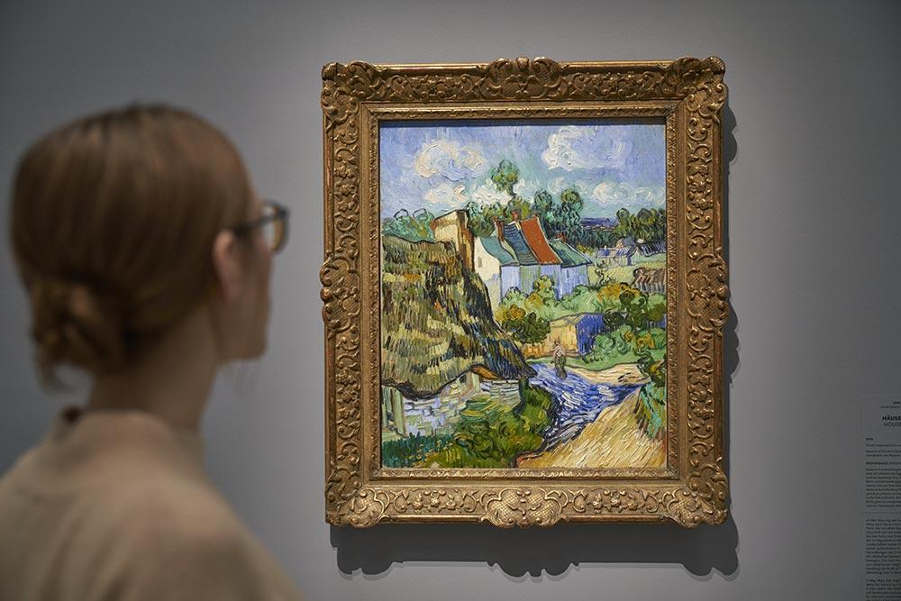 Vincent van Gogh, Frau vor dem Bild Häuser in der Provence
