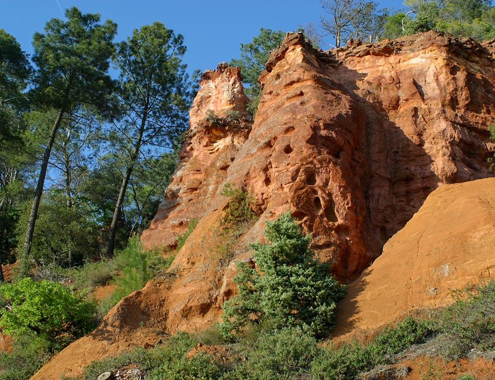 Beeindruckende Formationen auf dem Ocker-Lehrpfad