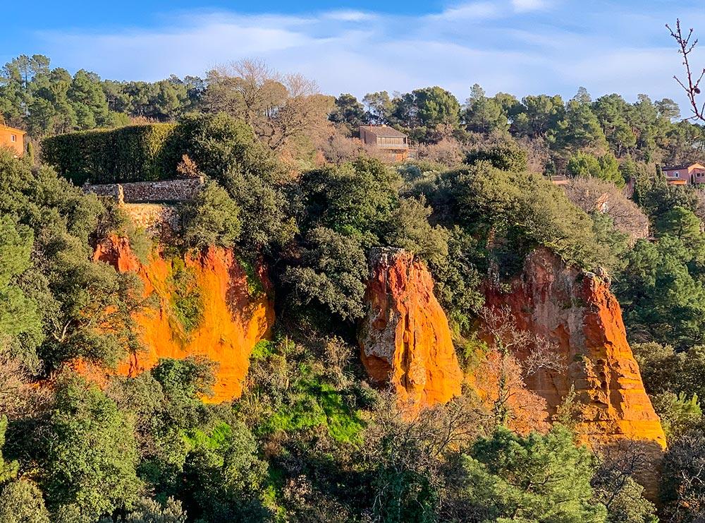 Ockerfelsen in Roussillon