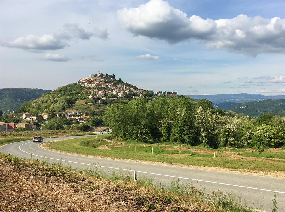 Motovun auf einem Hügel gelegen