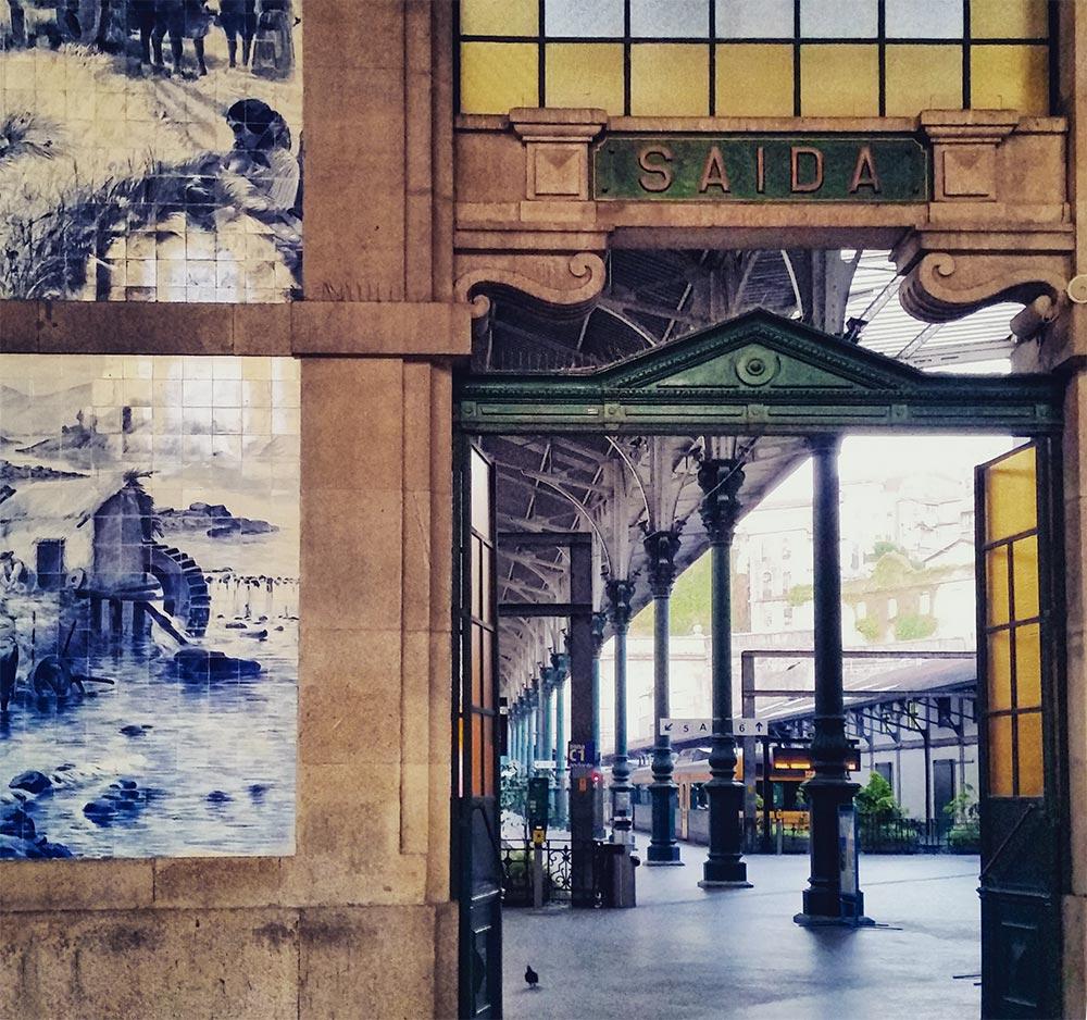 Azulejo-Fliesen am Bahnhof in Porto © Marina Daldegan
