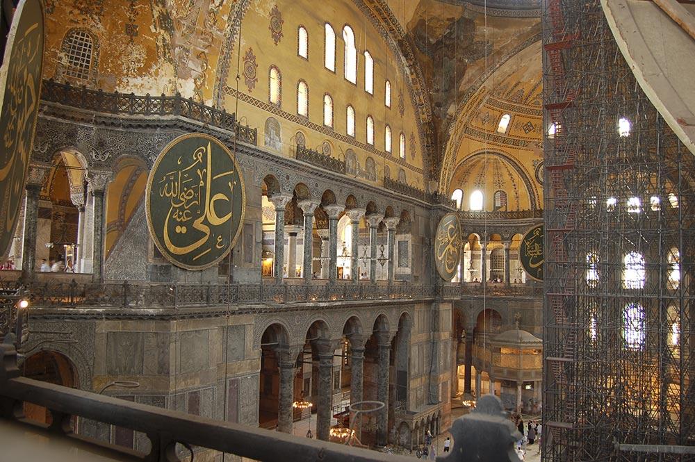 An den Wänden sind noch viele byzanthinische Mosaiken zu entdecken
