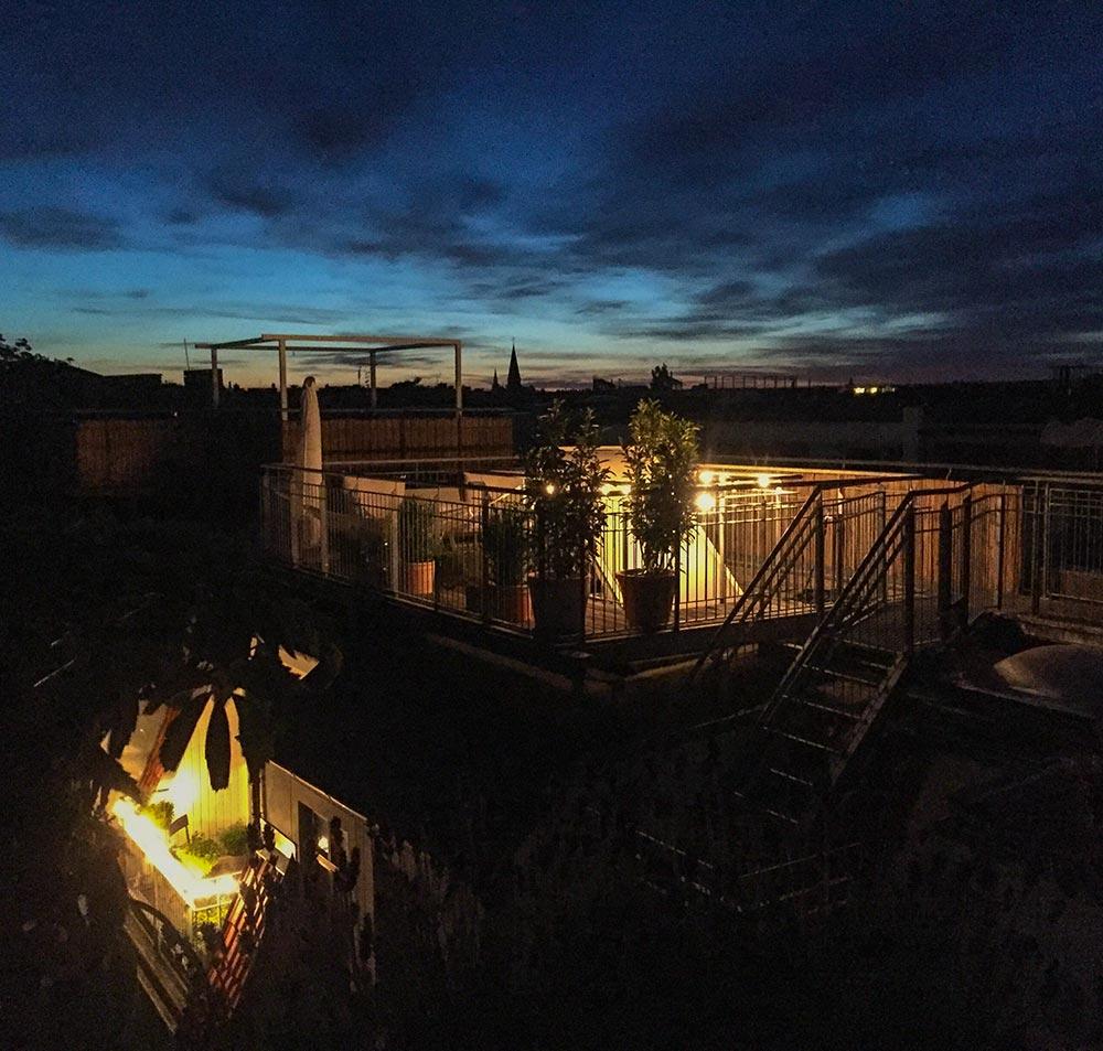 Lichterkette auf einer Dachterrasse © Siegbert Mattheis