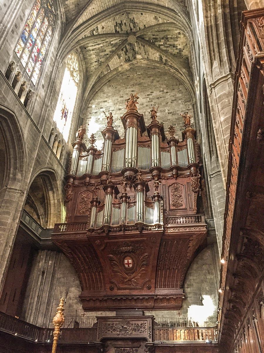 Der genutzte Teil der Kathedrale mit gigantischer Orgel © Siegbert Mattheis