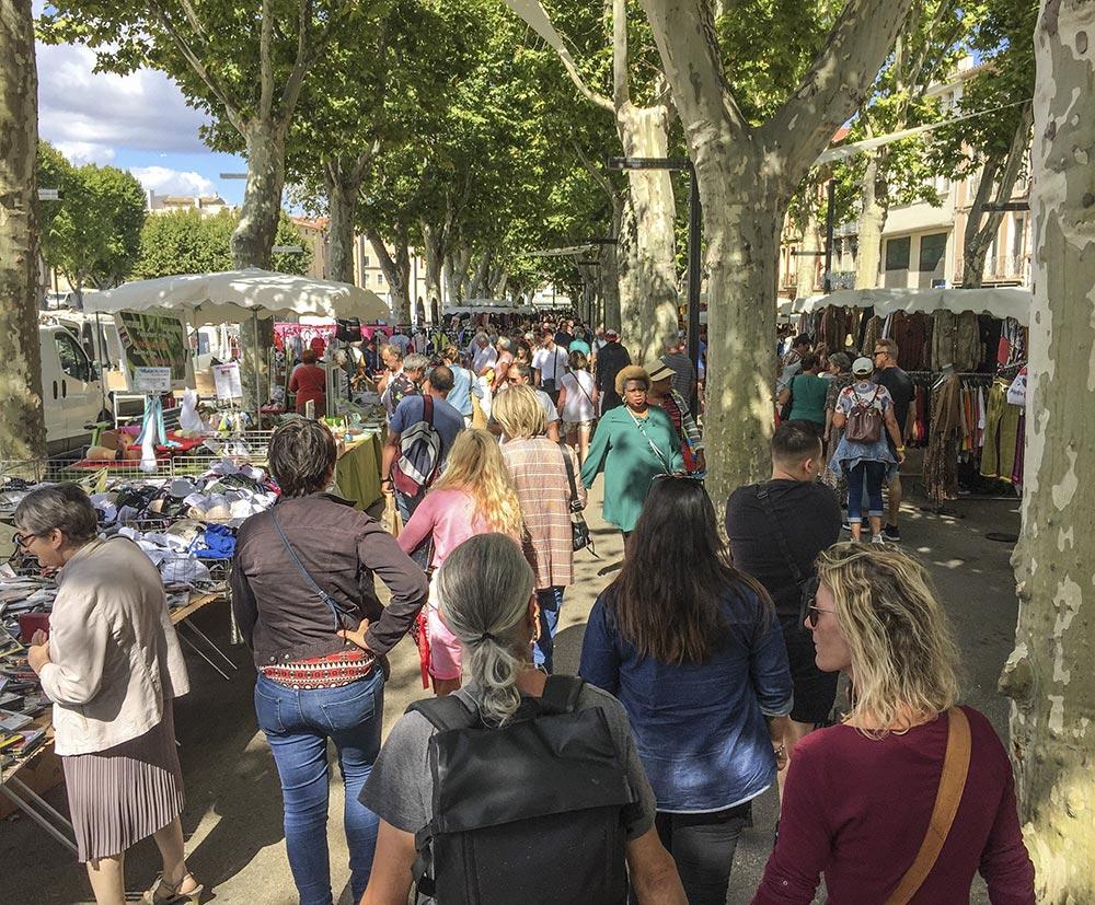 Markt in Narbonne unter Platanen © Siegbert Mattheis