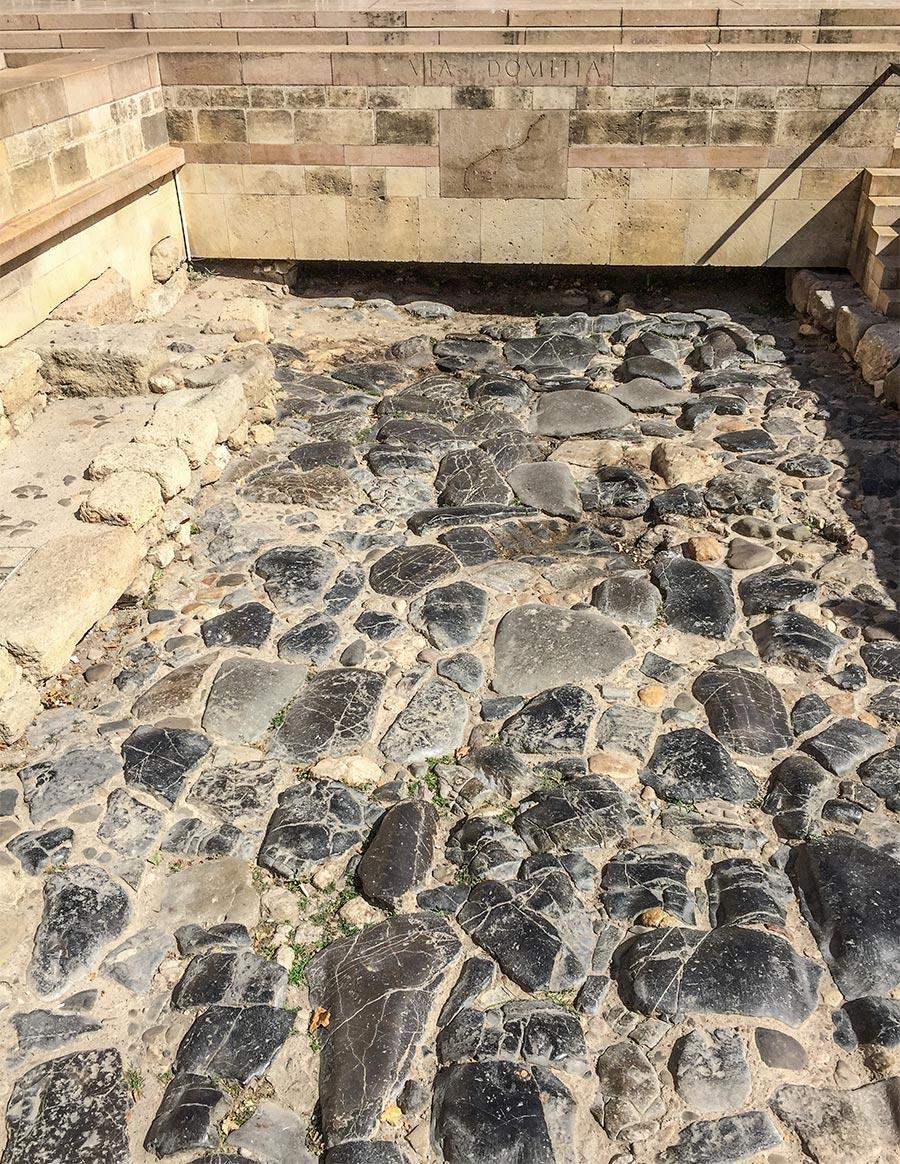 Reste der Via Domitia auf dem Rathausplatz © Siegbert Mattheis