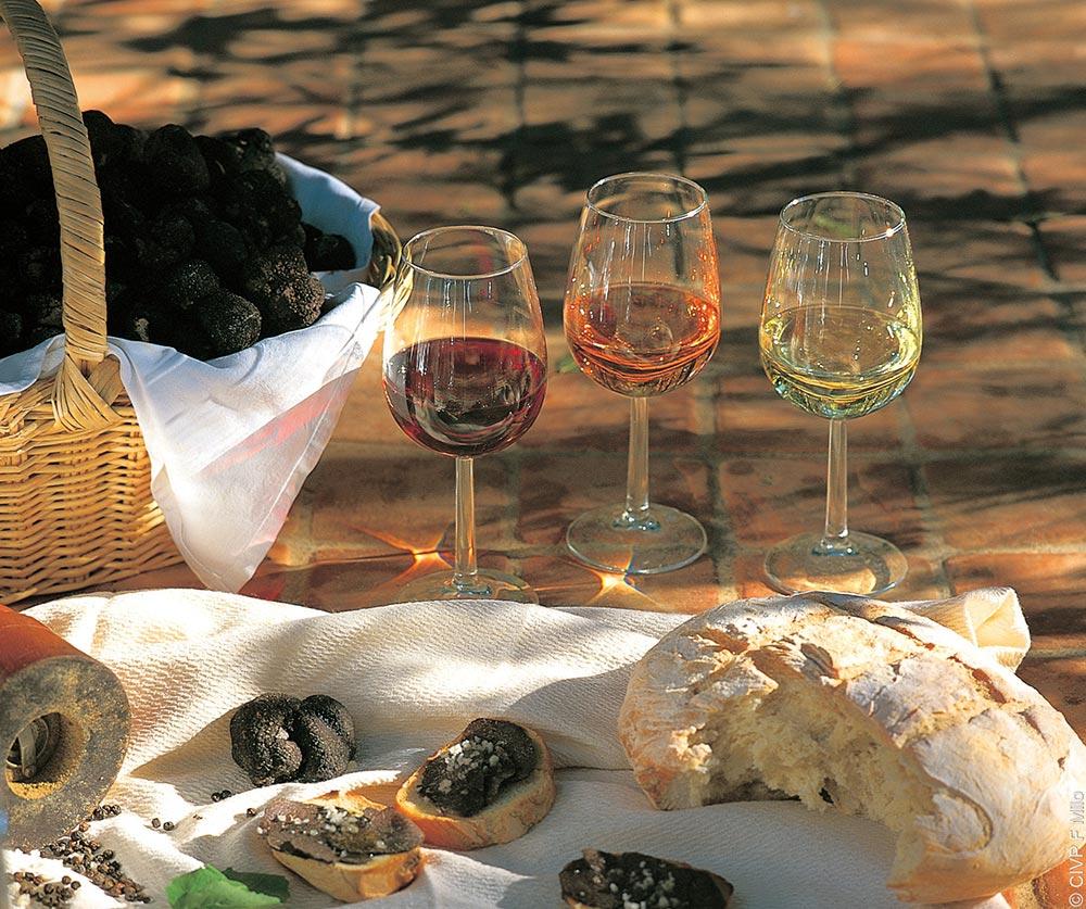 Trüffel Provence mit Brot und Wein