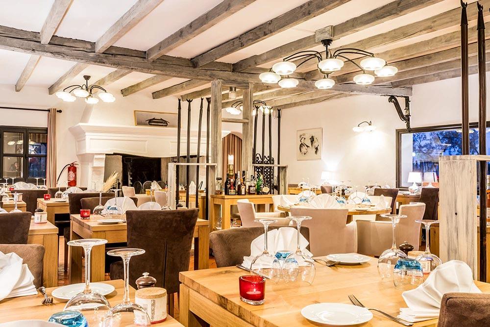 Das Restaurant Pont des Bannes innen