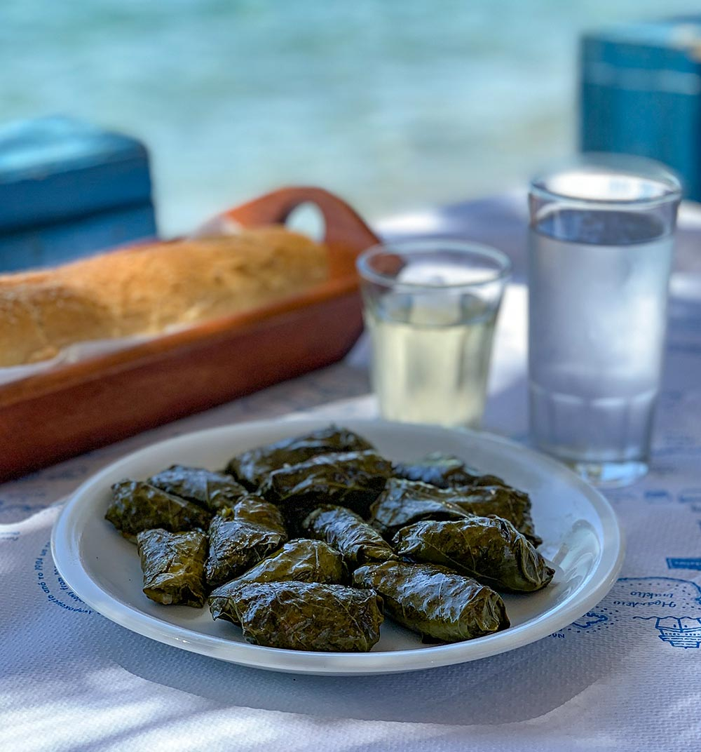 Dolmadakia, Brot und Wein