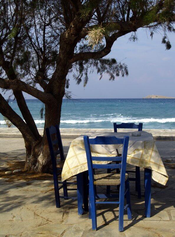 Tisch am Meer © Fotolia