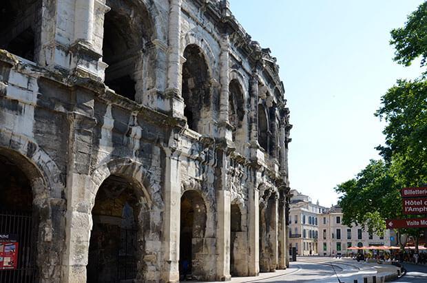 Das wuchtige, fast vollständig erhaltene Amphitheater in Nimes © Siegbert Mattheis