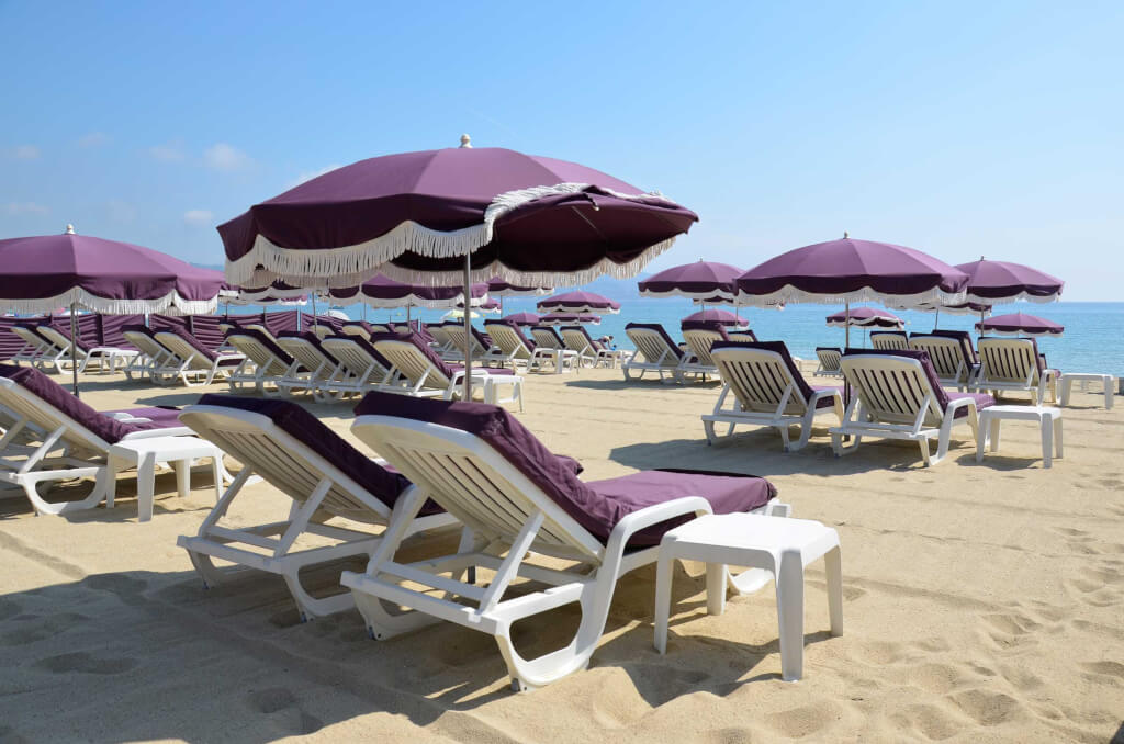mediterraner Strand in Südfrankreich
